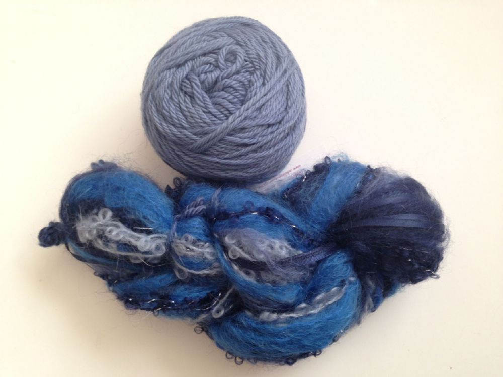 Magicball cowl - Moody blue with a blue grey solid